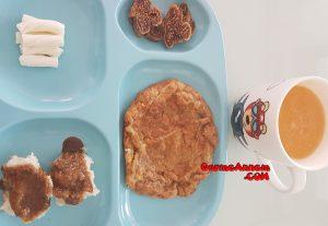 - labneli cevizli omlet 1yasveuzeri 300x207 - Labneli cevizli omlet (1 yaş ve üzeri )
