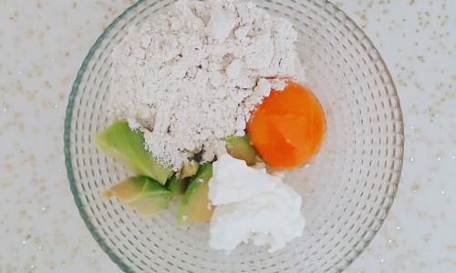 Avokadolu krep ( 9 ay ve üzeri )